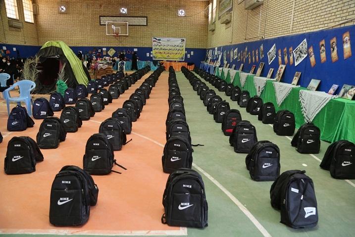 به همت شرکت بهره برداری نفت و گاز مسجدسلیمان انجام شد؛ توزیع ۱۴۰۰ بسته نوشت افزار میان دانش آموزان كم برخوردار شهرهای لالی و هفتكل
